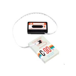 Svinovací metr ve tvaru audiokazety